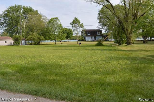 474 S Russell Drive, Clay Twp, MI 48001 (#2210005732) :: The Mulvihill Group