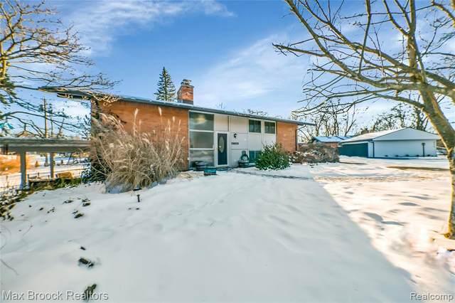 29625 Sugar Spring Rd, Farmington Hills, MI 48334 (#2210006572) :: BestMichiganHouses.com