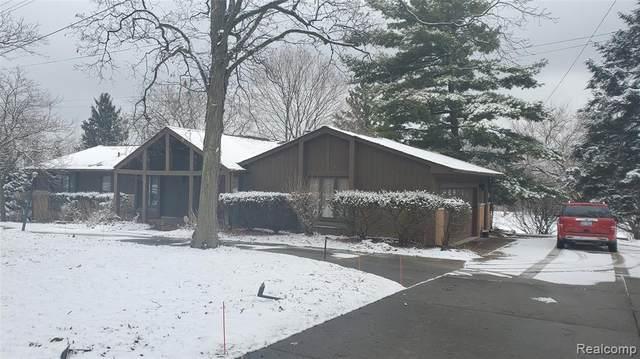 2904 W Hickory Grove Road, Bloomfield Twp, MI 48302 (#2210007298) :: BestMichiganHouses.com