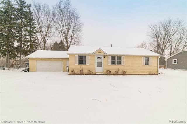 171 S Elba Road, Elba Twp, MI 48446 (#2210007364) :: The Merrie Johnson Team