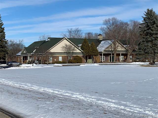 1370 N Oakland Blvd, Waterford Twp, MI 48327 (#2210008925) :: GK Real Estate Team
