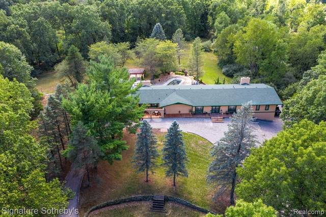 9000 Hidden Lake Drive, Howell, MI 48855 (#2210008958) :: Real Estate For A CAUSE