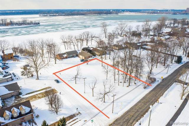 VAC Southpointe, Grosse Ile Twp, MI 48138 (#2210009151) :: The BK Agency