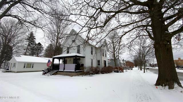 105 Oak Street, Paw Paw Vlg, MI 49079 (#66021004167) :: The Merrie Johnson Team