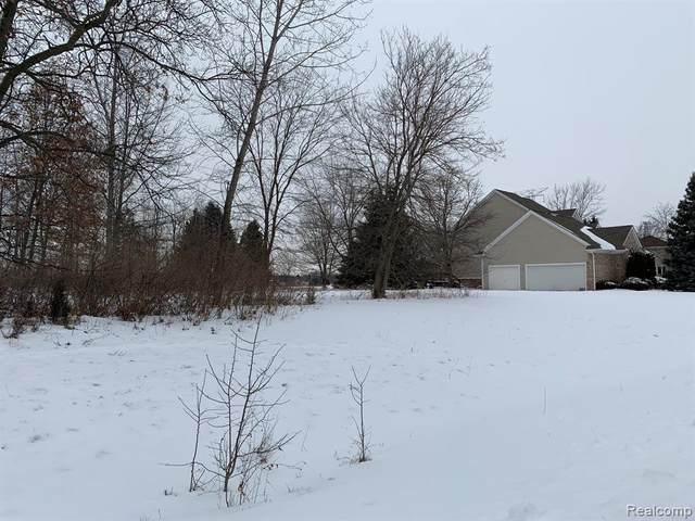 6157 High Valley Drive, White Lake Twp, MI 48383 (#2210009444) :: Real Estate For A CAUSE
