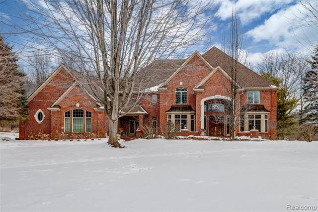 1723 Mystic Hills Drive, Milford Twp, MI 48380 (#2210009893) :: The Mulvihill Group
