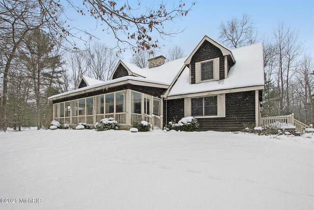 6163 N 48th Avenue, Pentwater Twp, MI 49449 (#67021004864) :: The Mulvihill Group