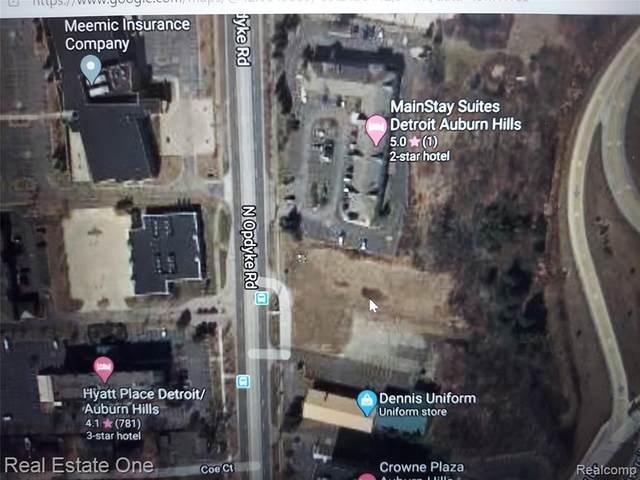 1580 N Opdyke Road, Auburn Hills, MI 48326 (#2210010665) :: The Merrie Johnson Team