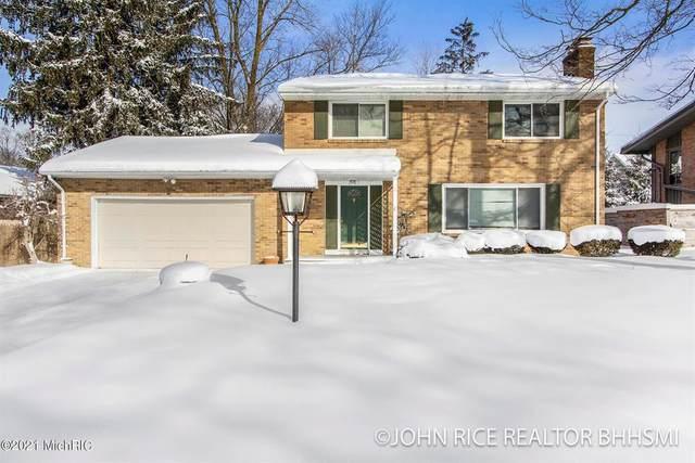 2747 Maplewood Drive SE, EAST GRAND RAPIDS, MI 49506 (#65021005031) :: The Alex Nugent Team | Real Estate One