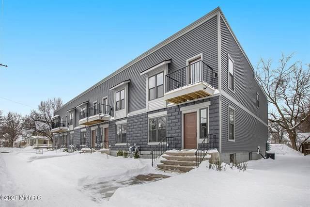 328 Maple Avenue, Holland, MI 49423 (#71021005149) :: The Alex Nugent Team | Real Estate One