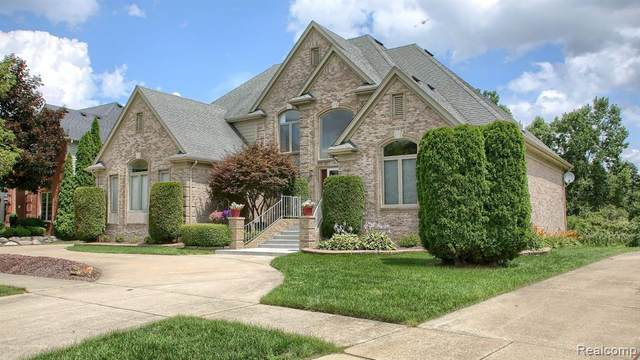 53682 Cherrywood Dr Drive, Shelby Twp, MI 48315 (MLS #2210011441) :: The John Wentworth Group