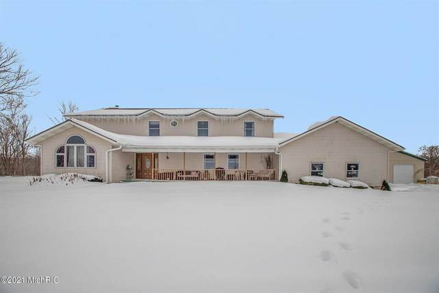 7077 N Coloma Road, Coloma Twp, MI 49038 (#69021005301) :: The Alex Nugent Team | Real Estate One