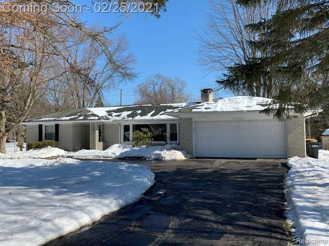 26300 Springfield Drive, Farmington Hills, MI 48334 (#2210011674) :: Real Estate For A CAUSE