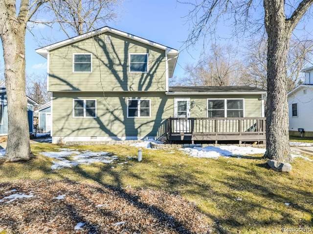 5120 Lindholm Drive, White Lake Twp, MI 48383 (#2210011921) :: The BK Agency