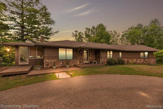 575 Army Road, Addison Twp, MI 48367 (#2210012255) :: Duneske Real Estate Advisors