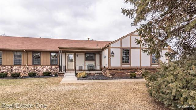 10048 Arlington Circle #2, Green Oak Twp, MI 48178 (#2210012414) :: RE/MAX Nexus