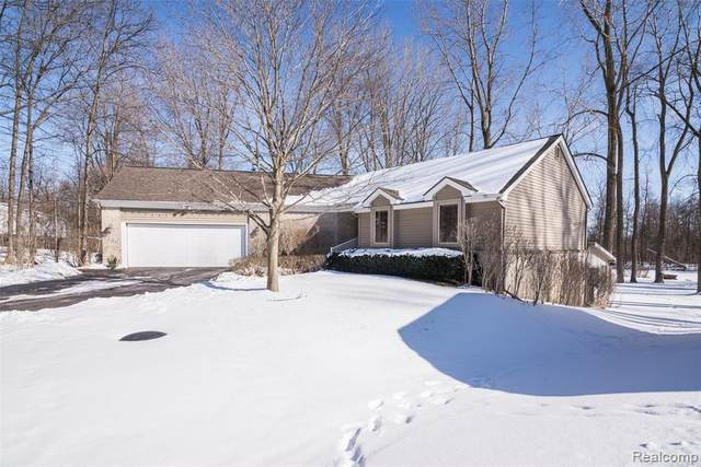 5386 Bronco Drive, Independence Twp, MI 48346 (#2210012432) :: Real Estate For A CAUSE