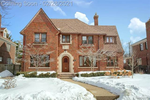 1210 Bedford Rd, Grosse Pointe Park, MI 48230 (MLS #2210012496) :: The Toth Team