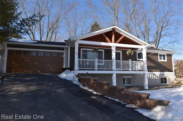 160 Peninsula Lake Drive, Highland Twp, MI 48357 (MLS #2210012665) :: The John Wentworth Group