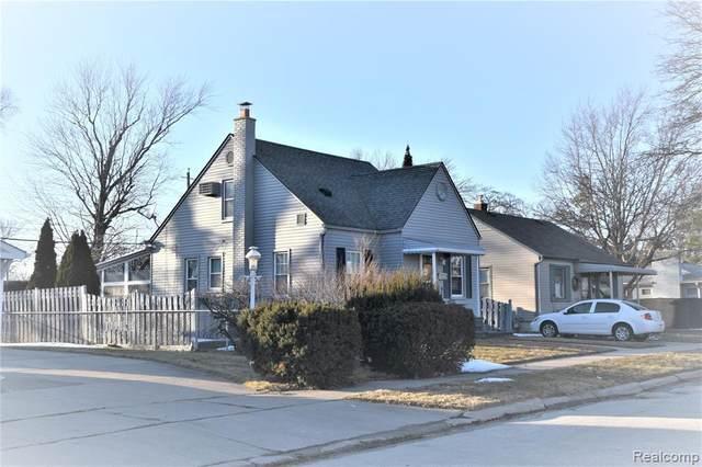 1712 10TH Street, Wyandotte, MI 48192 (MLS #2210012746) :: The John Wentworth Group