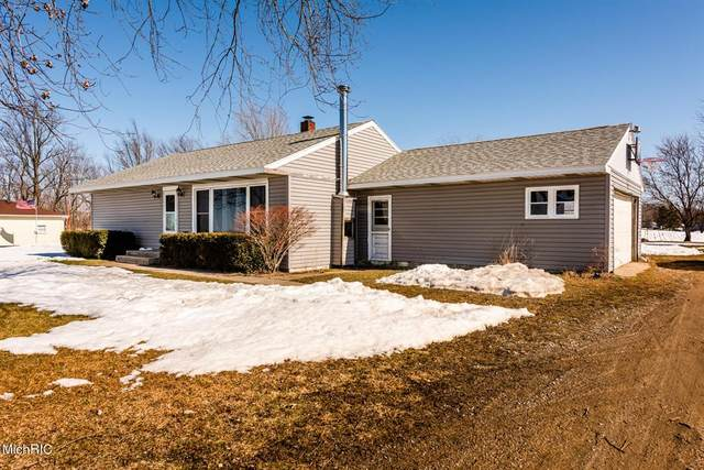 18405 Cleveland Avenue, Galien Twp, MI 49113 (#69021005895) :: NextHome Showcase