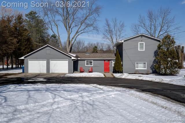 805 E Silver Lake Road, Linden, MI 48451 (MLS #2210012925) :: The Toth Team