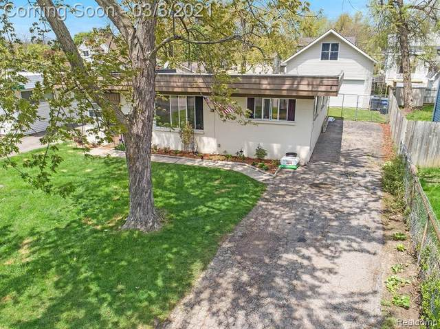 3904 Cresthaven Drive, Waterford Twp, MI 48328 (#2210012979) :: Real Estate For A CAUSE
