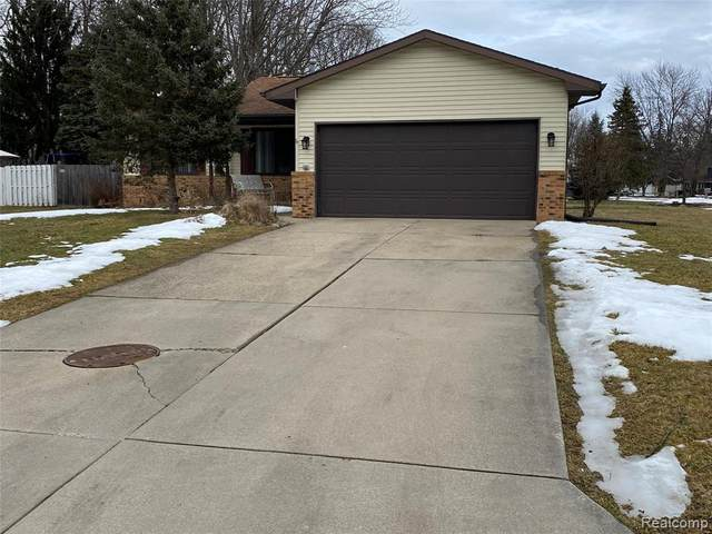 5343 Crestwood, Grand Blanc, MI 48439 (MLS #2210013328) :: The Toth Team