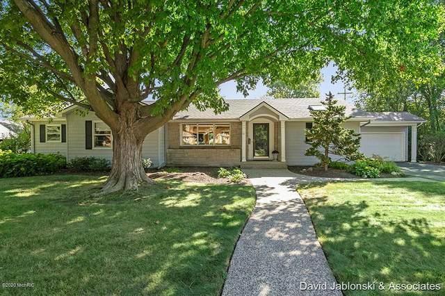 1340 Woodcliff Drive SE, EAST GRAND RAPIDS, MI 49506 (#65021006178) :: The Alex Nugent Team | Real Estate One