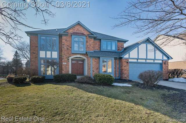 327 Silvervale Drive, Rochester Hills, MI 48309 (#2210013812) :: Alan Brown Group