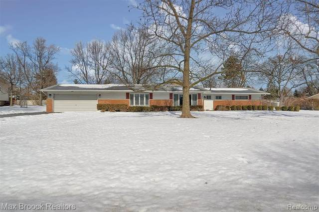 203 Wilton Drive, Troy, MI 48085 (#2210013965) :: Alan Brown Group