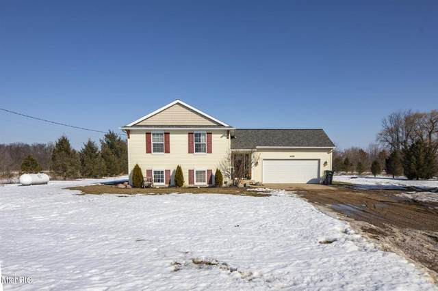 4085 16 Mile Road NW, Tyrone Twp, MI 49330 (#72021006407) :: GK Real Estate Team