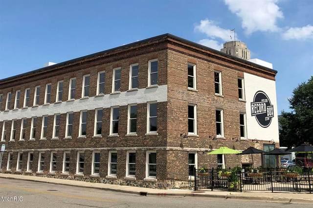 15 Carlyle Street, Battle Creek, MI 49017 (#71021006513) :: The Merrie Johnson Team
