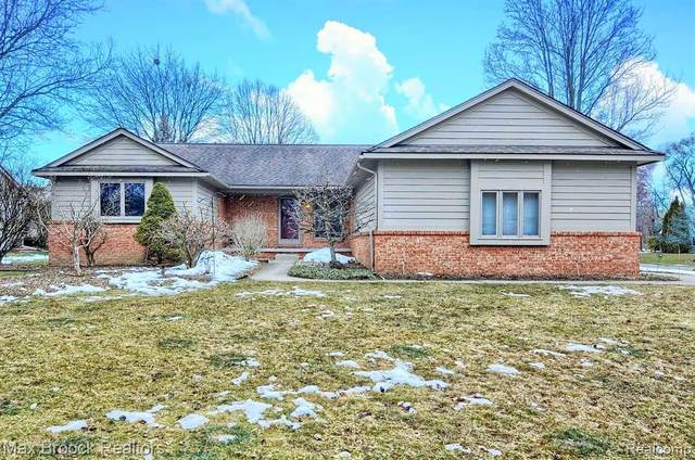 1749 Ashley Court, Commerce Twp, MI 48390 (MLS #2210014453) :: The Toth Team