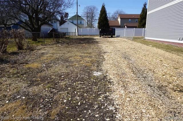 1768 4TH Street, Wyandotte, MI 48192 (#2210014653) :: GK Real Estate Team