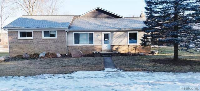 1490 W Maple Road, Milford Twp, MI 48381 (#2210014730) :: Duneske Real Estate Advisors