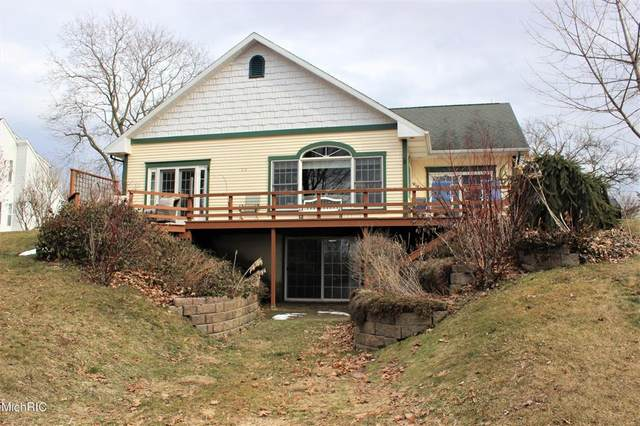 8056 Greenfield Shores Drive, Pavilion Twp, MI 49088 (#66021007441) :: The Merrie Johnson Team
