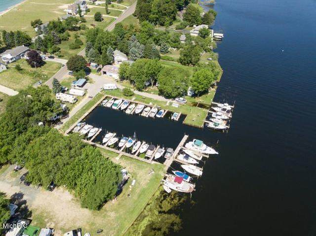 846 S Lakeshore Drive, Pere Marquette Twp, MI 49431 (#67021007760) :: The Merrie Johnson Team