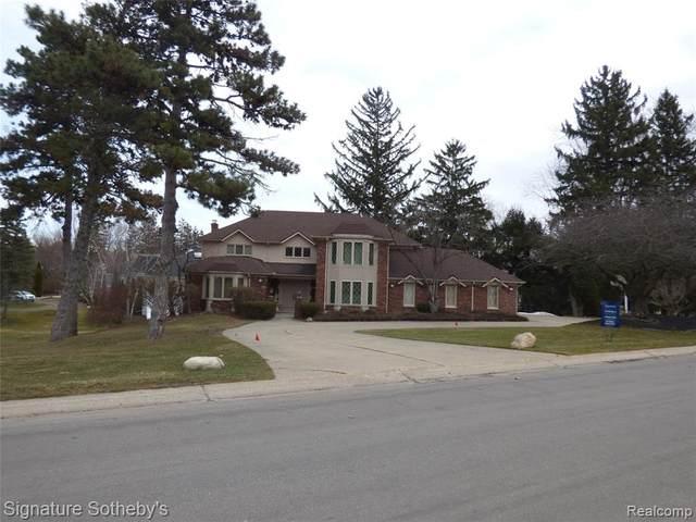 3551 Wabeek Lake Drive E, Bloomfield Twp, MI 48302 (#2210017092) :: Duneske Real Estate Advisors
