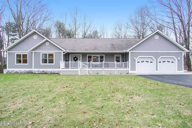 1525 N Wooded Lake Drive, Hamlin Twp, MI 49431 (#67021008053) :: Robert E Smith Realty