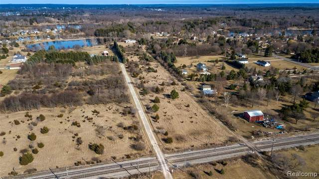 2070 N Milford Road, Highland Twp, MI 48357 (#2210018301) :: Real Estate For A CAUSE