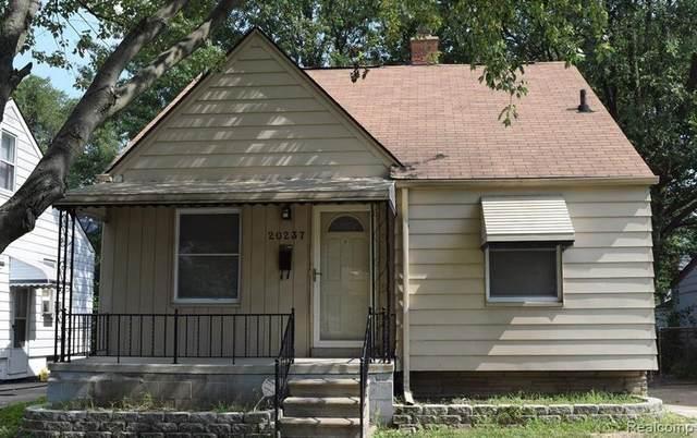 20237 Kingsville Street, Harper Woods, MI 48225 (MLS #2210019219) :: The John Wentworth Group