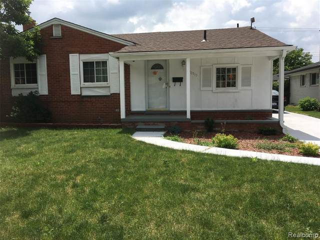 20519 Williamsburg Road, Dearborn Heights, MI 48127 (#2210020103) :: BestMichiganHouses.com