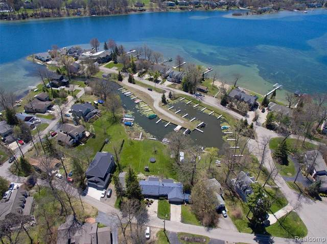 5563 Park Drive, Orchard Lake Village, MI 48324 (#2210020461) :: Real Estate For A CAUSE