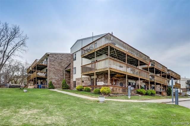 895 S Pontiac Trl #208, Walled Lake, MI 48390 (#2210021106) :: Novak & Associates