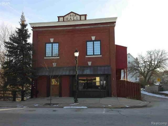 208 N Bridge Street, Linden, MI 48451 (MLS #2210021241) :: The John Wentworth Group