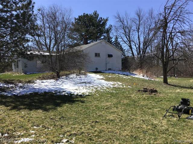 4012 Bishop Road, Dryden Twp, MI 48428 (#2210021937) :: The Mulvihill Group