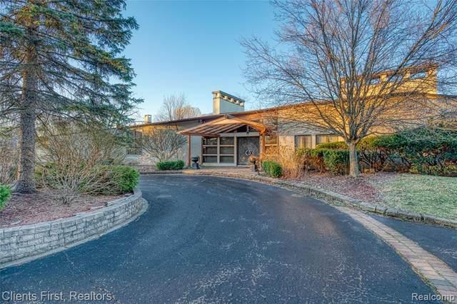 228 Orange Lake Drive, Bloomfield Twp, MI 48302 (#2210022093) :: Alan Brown Group