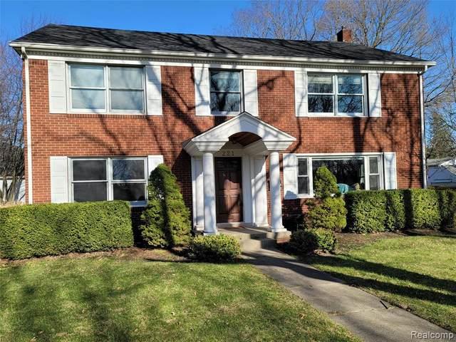 221 S Tompkins Street, Howell, MI 48843 (MLS #2210022318) :: The John Wentworth Group
