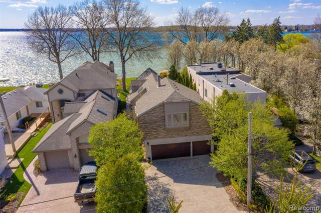 1762 Cass Lake Front Road, Keego Harbor, MI 48320 (#2210022815) :: Alan Brown Group